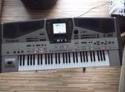 Roland E80 aus