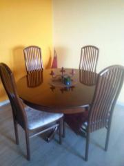 Schöner Holztisch mit