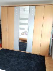 Schöner Schlafzimmer komplett