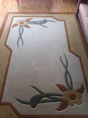 Schöner Teppich 200