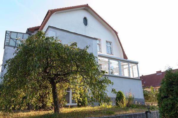 sch nes wohnen in eleganter stadtvilla nahe sch nefeld in berlin vermietung zimmer m bliert. Black Bedroom Furniture Sets. Home Design Ideas