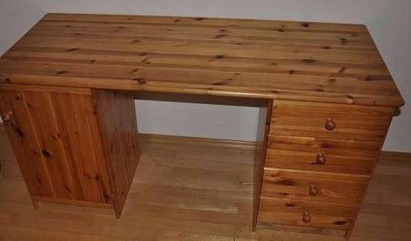 schreibtisch aus holz kostenlos zu verschenken in lustenau biete kostenlos private kleinanzeigen. Black Bedroom Furniture Sets. Home Design Ideas