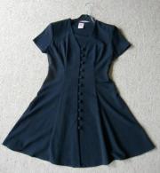 schwarzes Kleid, das