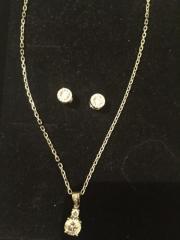 Silberkette und Ohrringe