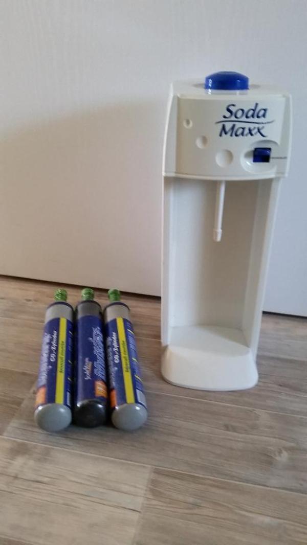 soda maxx wassersprudler wei incl 3 x voll co2 zylinder 2 flasche in stuttgart. Black Bedroom Furniture Sets. Home Design Ideas