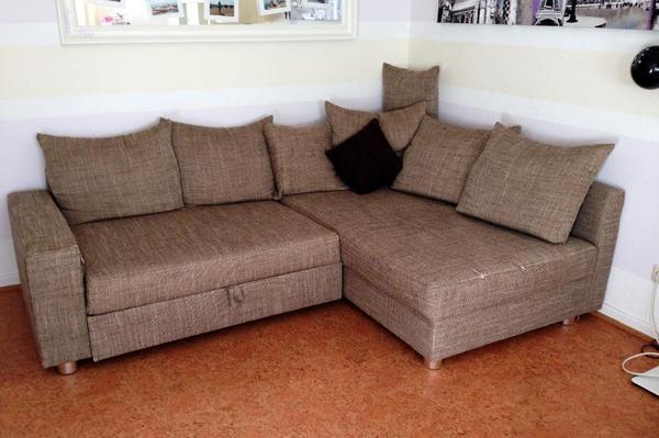 wegen meinem umzug verkaufe ich meine couch mit den dazugeh rigen 8 kissen sie ist 3 jahre alt. Black Bedroom Furniture Sets. Home Design Ideas