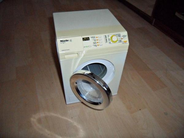 spielzeug miele waschmaschine mit ger usch waschfunktion licht in stuttgart sonstiges. Black Bedroom Furniture Sets. Home Design Ideas