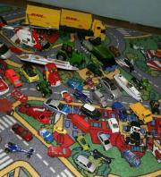 Spielzeugautos, Schiffe, Laster