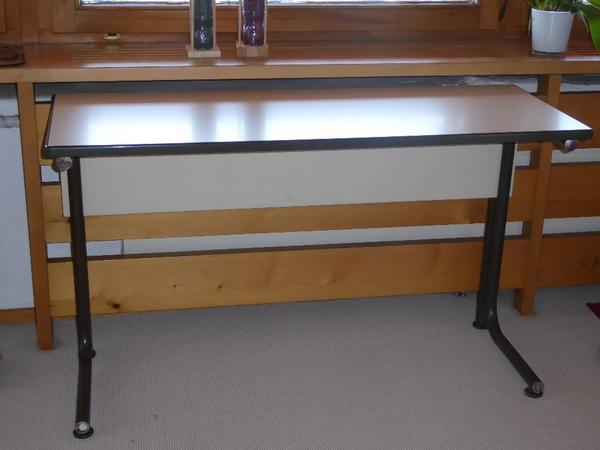 stabiler kinder jugendschreibtisch schultisch computertisch in dornbirn kinder. Black Bedroom Furniture Sets. Home Design Ideas
