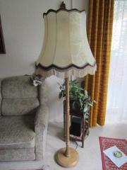 Stehlampe mit Holzfuß