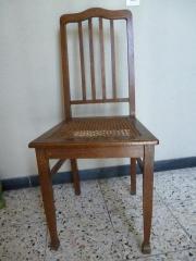 Stuhl mit Reedbespannung
