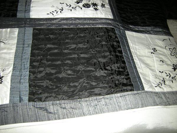bild 4 tagesdecke bett berwurf f r wasserbett geeignet schwarz wei 220x250 top zustand. Black Bedroom Furniture Sets. Home Design Ideas