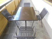 Terrassentische und Stühle
