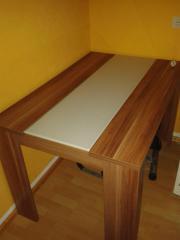 Tisch mit Glaseinsatz