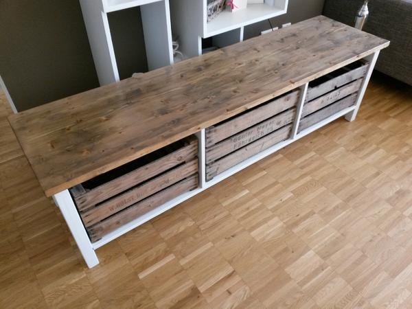 tv lowboard aus ausgedienten pfelkisten altholz weiss in. Black Bedroom Furniture Sets. Home Design Ideas