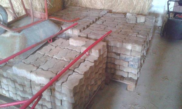 verbundpflastersteine zu verschenken in r merberg sonstiges material f r den hausbau kaufen. Black Bedroom Furniture Sets. Home Design Ideas