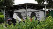 Wohnwagen mit Vorzelt