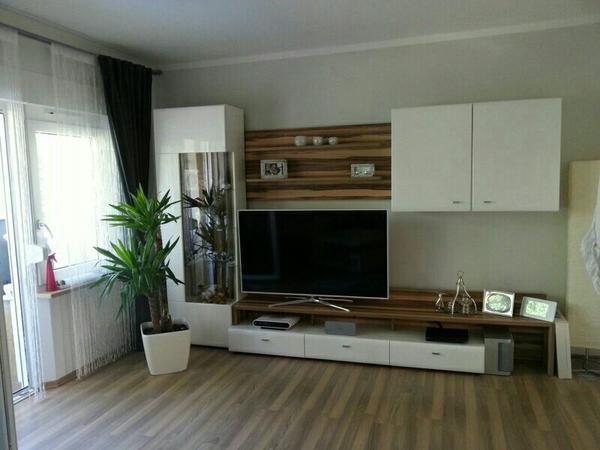 verkaufe wohnwand von segm ller sehr gute qualit t besteht aus 5 teilen led glasbodenbeleuchtung. Black Bedroom Furniture Sets. Home Design Ideas