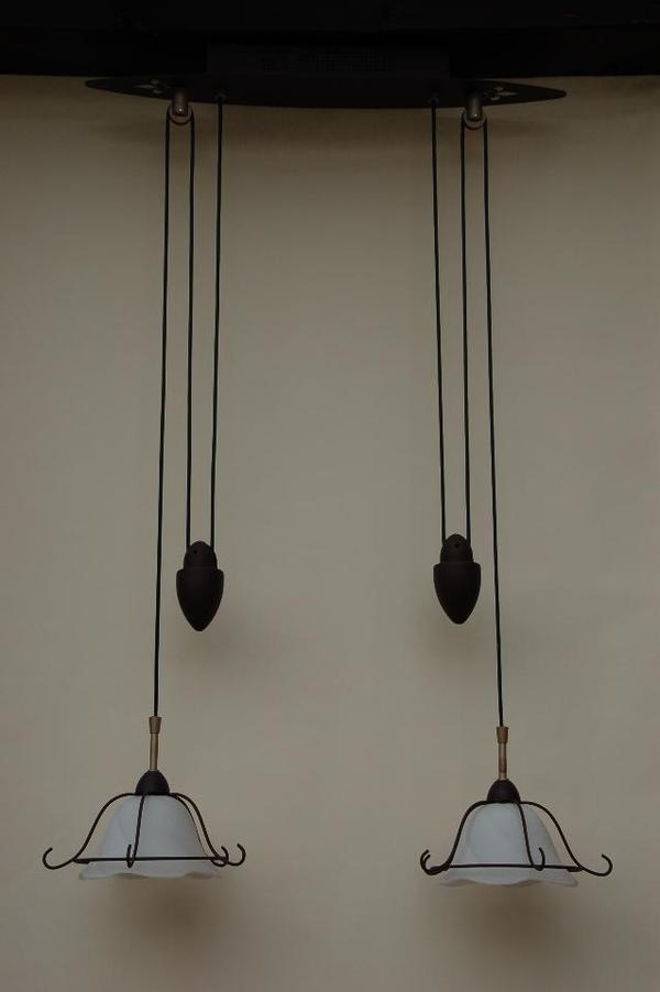 wundersch ne h ngelampe tadelloser zustand h henverstellbar ber zwei dekogewichte zwei wei e. Black Bedroom Furniture Sets. Home Design Ideas