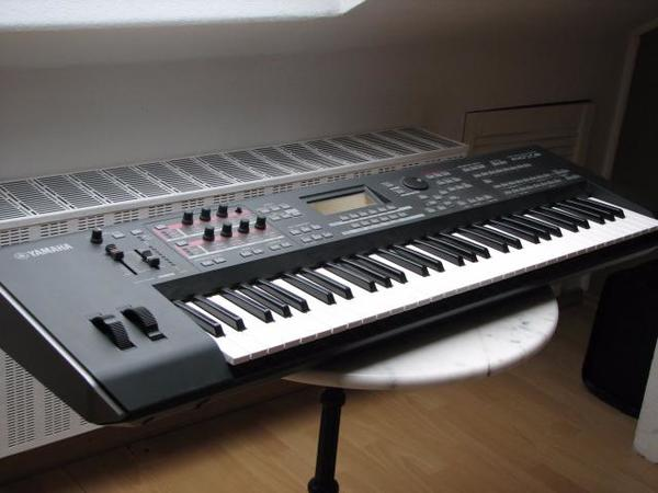 Yamaha Mox Keyboard Synthesizer