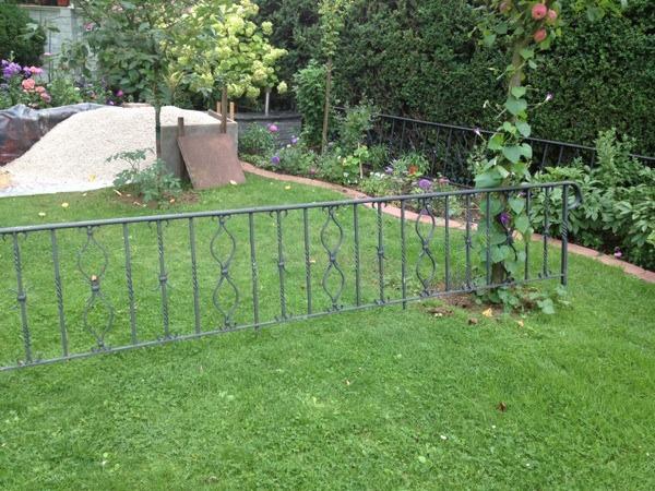 kleinanzeigen zwei geschmiedete gel nder zaun aus stahl garten bild 5 von bild 7. Black Bedroom Furniture Sets. Home Design Ideas