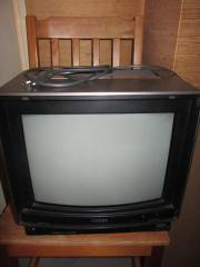 Zwei tragbare Fernseher