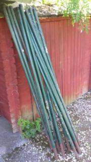 16 grüne Maschendrahtstangen ,