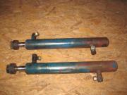 2 doppelwirkende Hydraulikzylinder