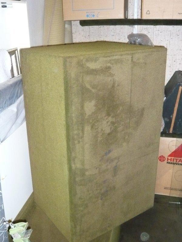 2 Präsentations-Würfel mit Teppichboden bezogen