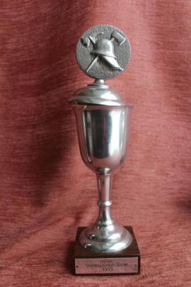 3 alte Feuerwehr-Pokale: Kleinanzeigen aus Belzig - Rubrik Sonstige Antiquitäten