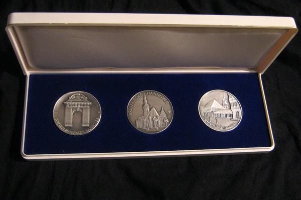 3 Medaillen 1000/ » Münzen