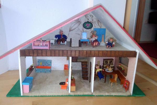 Altes Puppenhaus aus Omas Zeiten