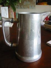 Aluminium-Kanne einer Cannstatter Firma