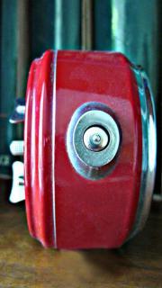 Antiker roter Wecker 9 5x10x5cm