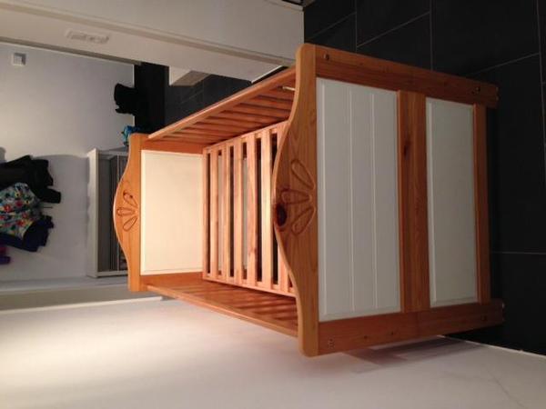 babybett welle m bel leni mit matratze in m nchen wiegen babybetten reisebetten kaufen und. Black Bedroom Furniture Sets. Home Design Ideas