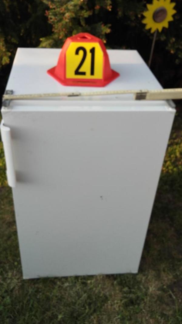 Biete einen Kühlschrank mit Beleuchtung