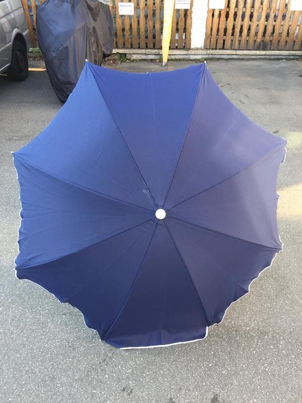 blauer Sonnnenschirm Durchmesser 1 8m