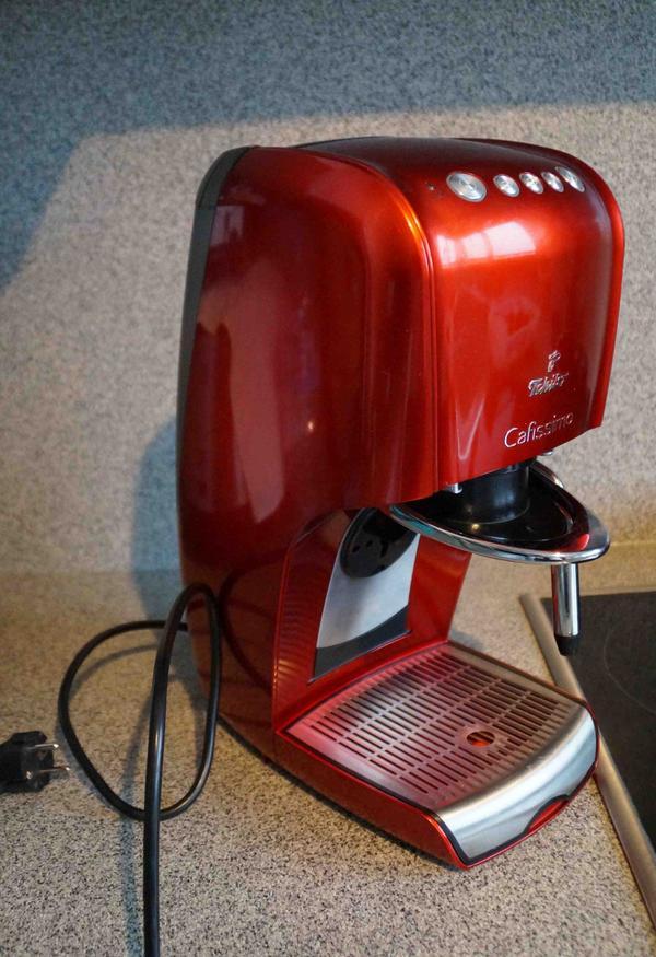 Cafissimo CLASSIC Hot Red von Tschibo - Neubiberg Unterbiberg - Für perfekten Espresso, Caffè Crema, Filterkaffee und TeeMilchaufschäumdüse für Kaffeespezialitäten wie Cappuccino und Latte MacchiatoPrima zustand wenig benutzt wordenMit Anleitungsheft - Neubiberg Unterbiberg