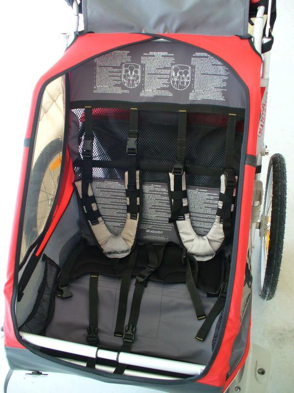 Chariot Cougar 2 Fahrradanhänger - Besigheim - Wir verkaufen unseren Chariot Cougar 2 für 2 Kinder. Er kann sowohl als Fahrradanhänger als auch als Jogger genutzt werden. Der Chariot ist in einem sehr guten Zustand. Im Preis inbegriffen ist auch ein gut erhaltener Babysitz. - Besigheim