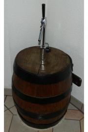Eichefass mit Zapfanlage für Bierfässchen