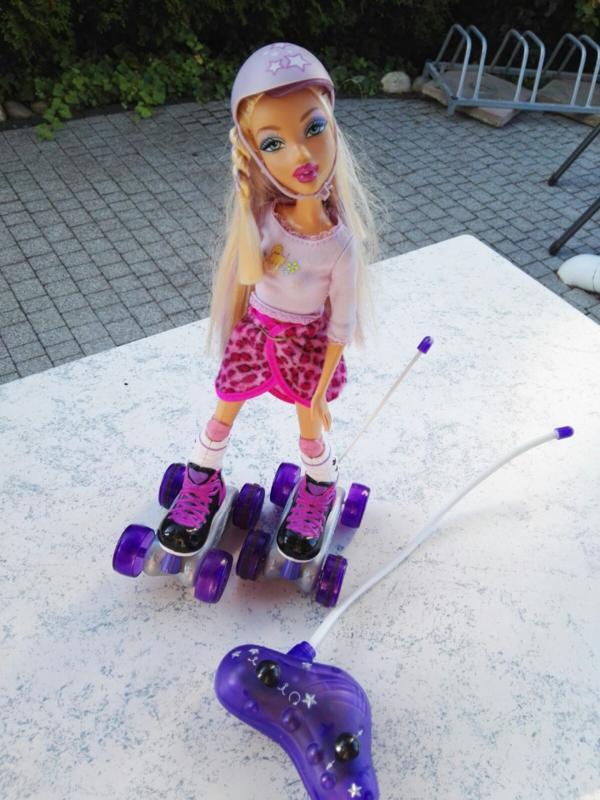 ferngesteuert barbie my scene auf rollschuhe rollergirls. Black Bedroom Furniture Sets. Home Design Ideas
