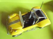 gelbes Auto mit Rückziehmotor auch