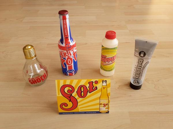 Glasflasche, Flasche, Flaschen, Brit Pop, Strong Cider Shock, Power Poppers, Energy Plasma, Sol Beer - Wiesloch - --- Brit Pop Flasche, England 1997.--- Strong Cider SHOCK Flasche, Glühbirnenflasche, England 1996.--- Power Poppers Flasche, Deutschland 1995.--- Energy Plasma Squeezer, Deutschland 1996.--- Sol Beer Aufsteller, Mexiko / England 1996.Flaschen - Wiesloch