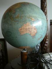 Globus Kultröhrenmonitor und andere Dekostücke