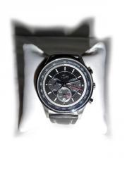 Große Armbanduhr von
