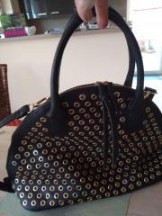 Große Handtasche schwarz mit vielen