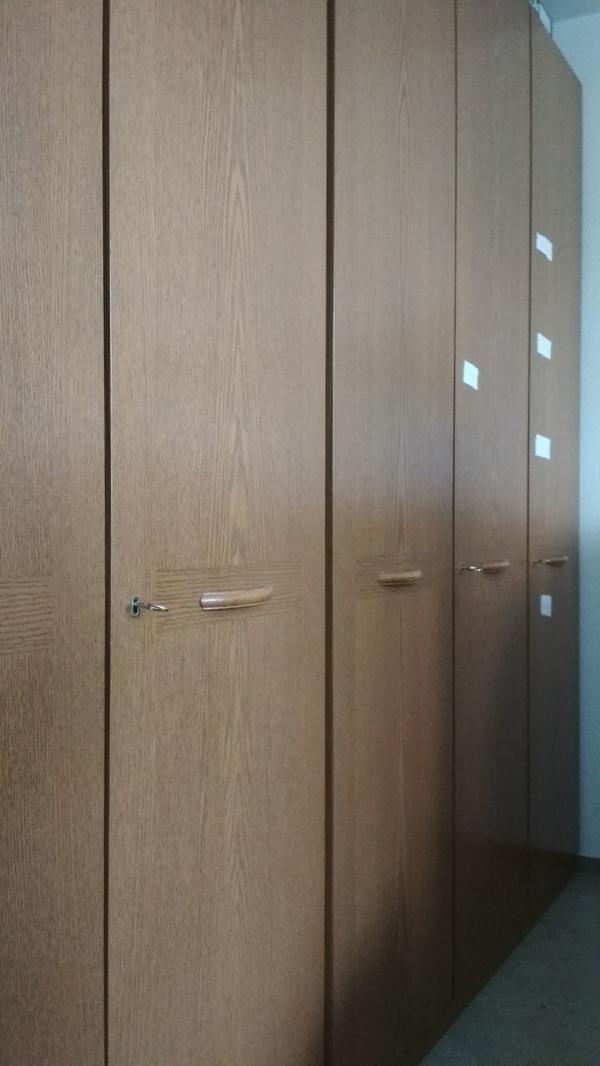 gro er kleiderschrank schlafzimmer haus design ideen. Black Bedroom Furniture Sets. Home Design Ideas
