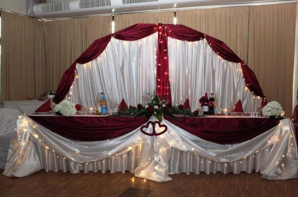 Hochzeit dekoration brautpaartisch dekoration und for Dekoartikel hochzeit