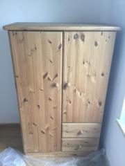 Kleiderschrank kiefer haushalt m bel gebraucht und for Holzschrank massiv gebraucht