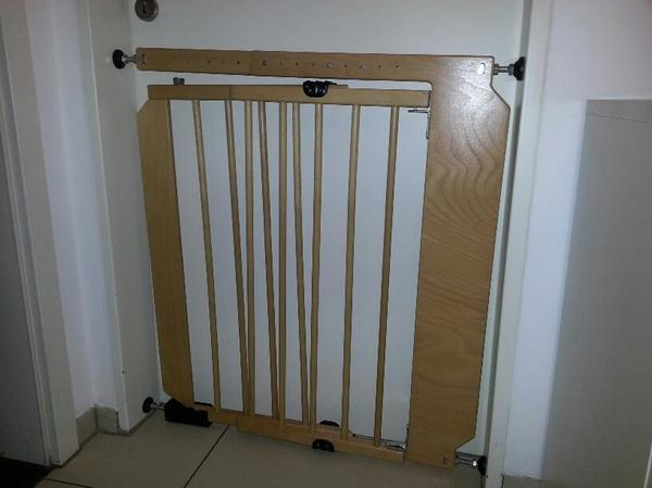 kindersicherung t ren treppen schwenkt r schutzgitter. Black Bedroom Furniture Sets. Home Design Ideas